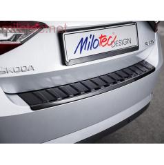 Škoda Superb III Limousine - prah piatych dverí s výstupky, ABS-čierna metalíza